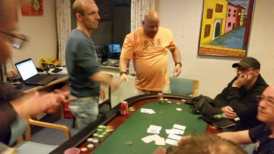 Artikel foto: Klaus Albert til venstre og Peter Hjermitslev i den orange trøje