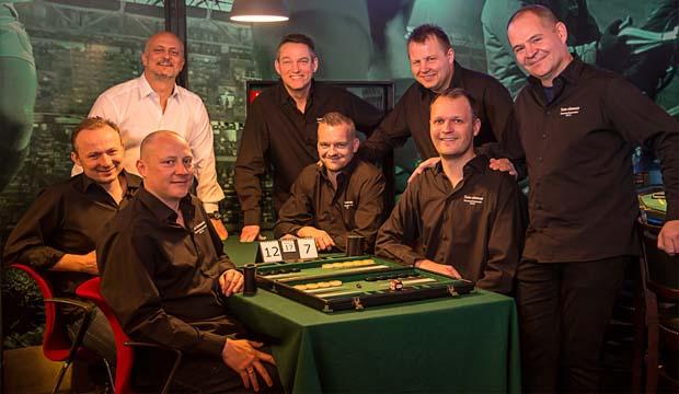 Artikel billede: Spillerne + Hold chef, Casino Copenhagen Backgammon