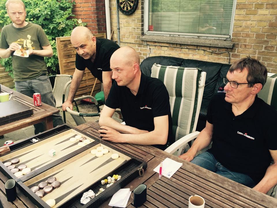 Spillerne i action i Ringsted Backgammon Klub