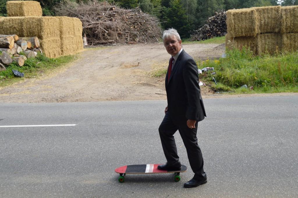 Benny Bredgaard med et Longboard