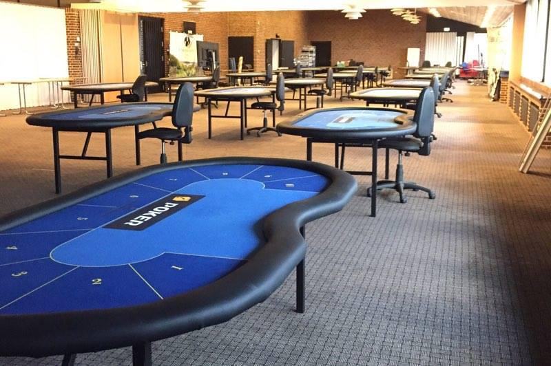 Artikel billede: Bordene bliver sat op i Fjordsalen