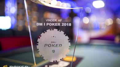 Photo of Jan Djerberg i front efter flot førstedag ved DM i Poker