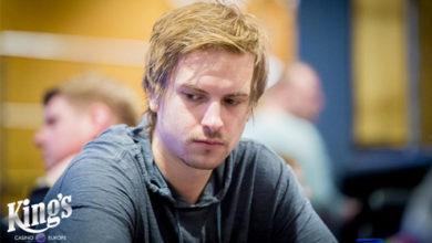 Photo of Viktor Blom 3ér i $25.500 Poker Masters #09, og jagter flere $