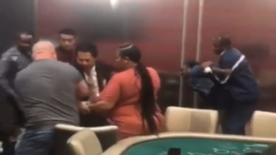 Photo of FLOOR! Så har vi balladen igen: Kvinder slåsser vildt på Kasino