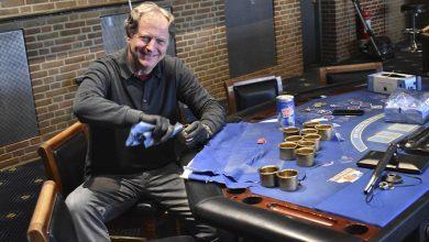 Photo of Selv Direktøren pudser messing på Casino Munkebjerg, Vejle
